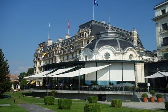 Beau-Rivage Palace: Hotel from the terrace.