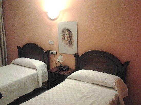 HOSTAL ALGODON: Кровати
