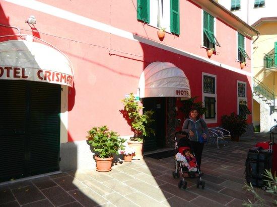 Crismar Hotel: Puerta a la izquierda, salida directa desde la habitacion.