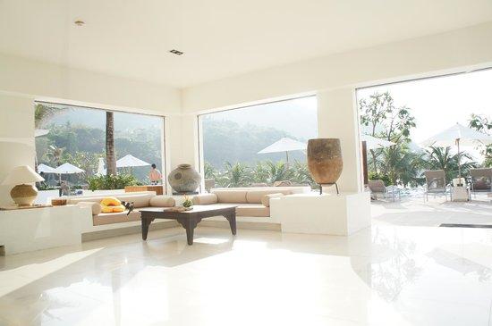 The Racha: Lounge