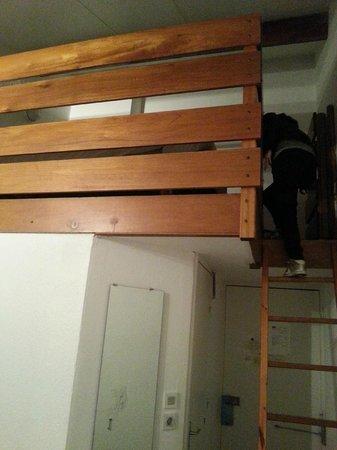 Kyriad Lille Est - Villeneuve D'Ascq : lit mezzanine très spacieux et très apprécié