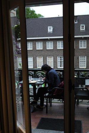 Clemens Hotel: cafe/balcony