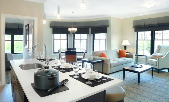 Pavilion Grand Hotel: Two Bedroom Suite- Living Area