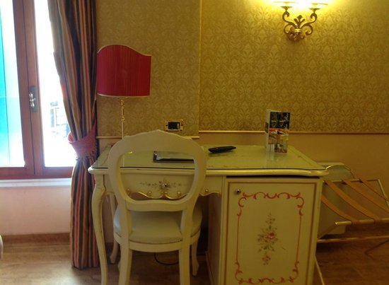 Best Western Hotel Olimpia: Desk to sit at