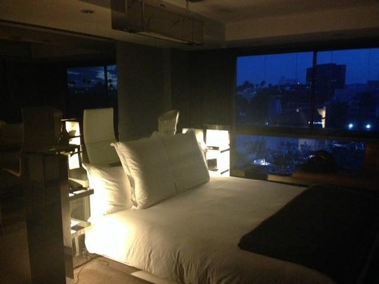 SLS Hotel, A Luxury Collection Hotel, Beverly Hills : My room when I first arrived