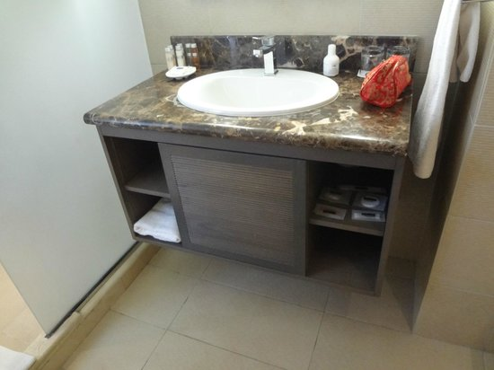 Pullman Marrakech Palmeraie Resort and Spa : Single Sink - Is It 5 star?