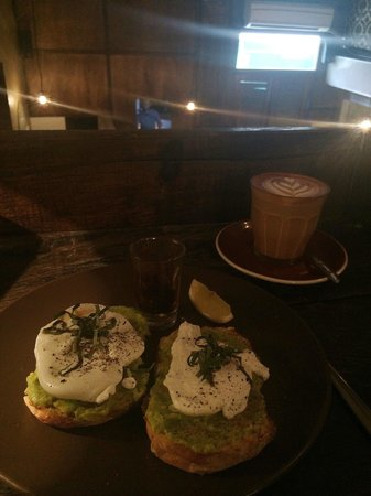 Revolver Espresso: Had to come back again for another quality latte and some brekky!
