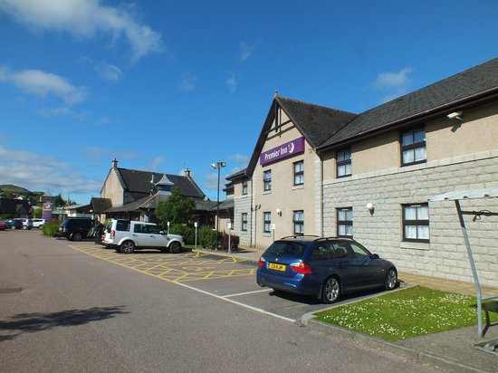 Premier Inn Fort William Hotel : outside the hotel