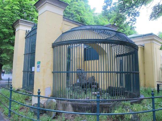 Tiergarten Schoenbrunn - Zoo Vienna : original cage
