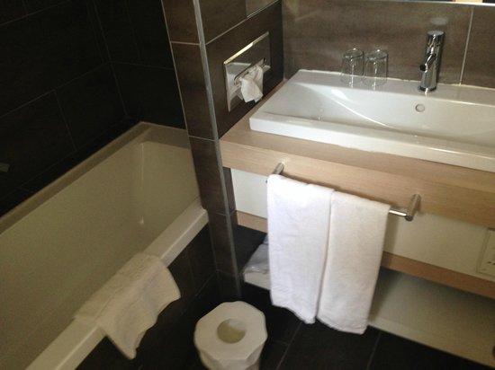 Hotel Cezanne: bagno pulitissimo