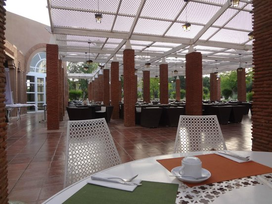 Pullman Marrakech Palmeraie Resort and Spa : L'Oliviraie Breakfast Venue