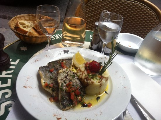 Le Bouledogue Restaurant Cafe & Brasserie : Sea Bream at the French Bulldog!