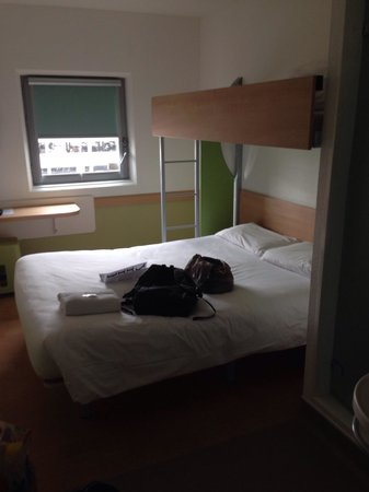 Hotel ibis budget Birmingham Airport: 4th floor room for 3.