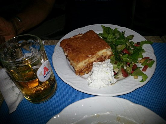 Oinos: Pastitio with a little beer