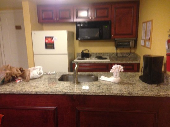 Parc Corniche Condominium Resort Hotel : kitchen