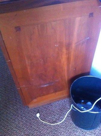 Hilton Milton Keynes : shabby furniture