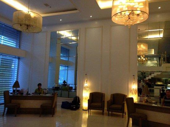 Hotel St. Ellis : lobby