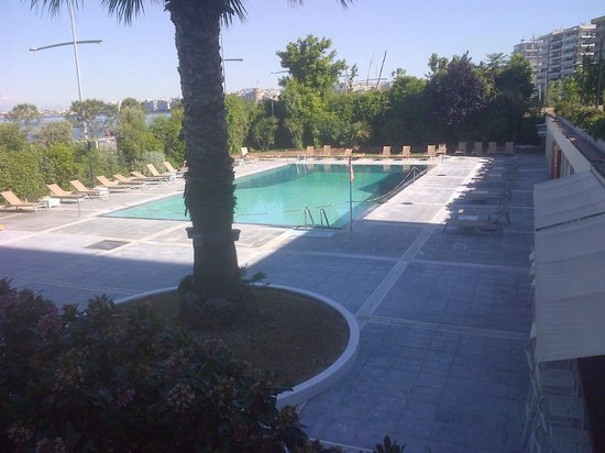 Makedonia Palace: Piscina