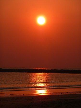 Bayview - The Beach Resort : Amazing sunsets