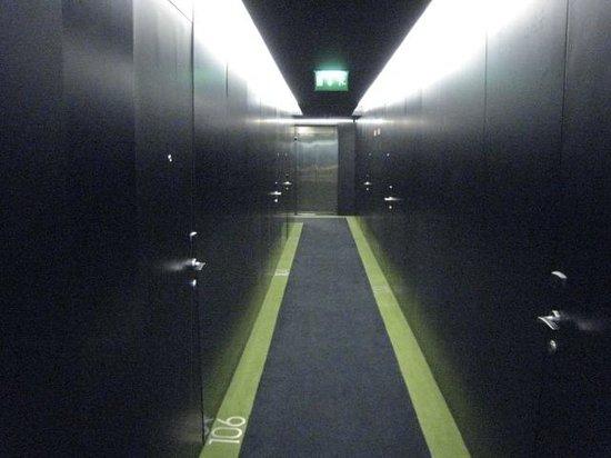 DoubleTree by Hilton Lisbon - Fontana Park: Hallway