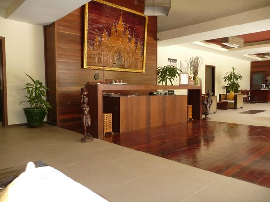 Bayview - The Beach Resort: Bayview lobby/reception area