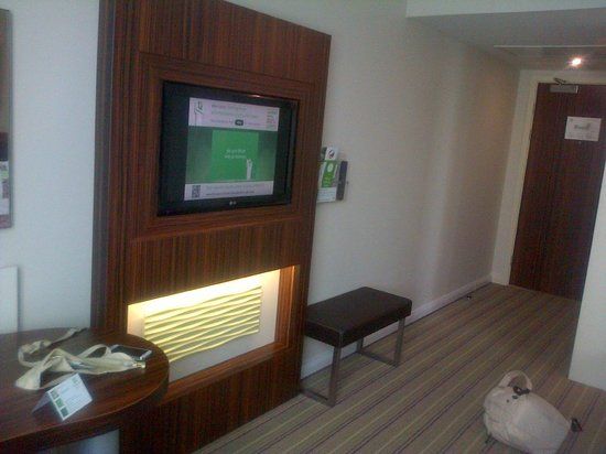 Holiday Inn London - Commercial Road: Spacious room