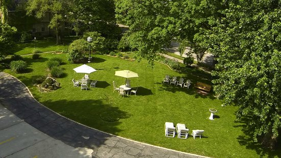 The Oliver Inn : Our Garden Area From Above