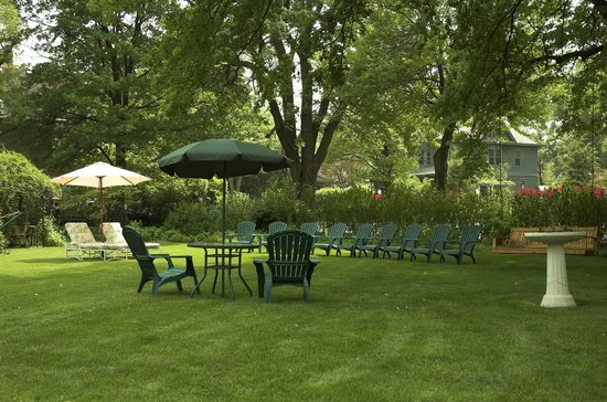 The Oliver Inn : Relax In The Gardens