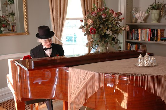 The Oliver Inn : Mr. O'Toole at The Piano