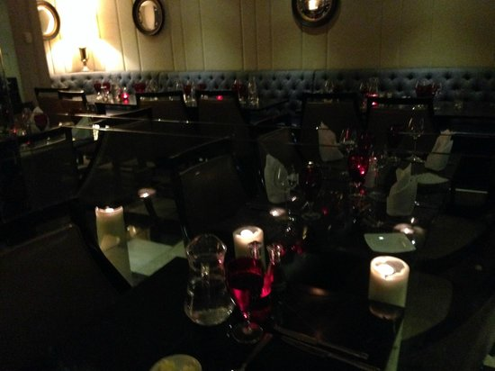 DoubleTree by Hilton London Greenwich: Ambiance du restaurant le soir