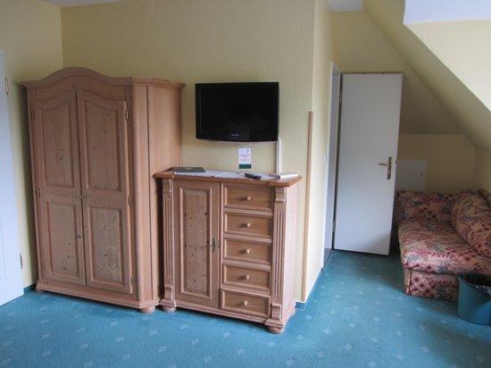 Villa Tummelchen: Closet and dresser