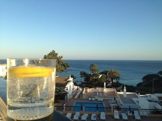 Apartamentos do Parque: Gin o'clock on the balcony of Do Parque