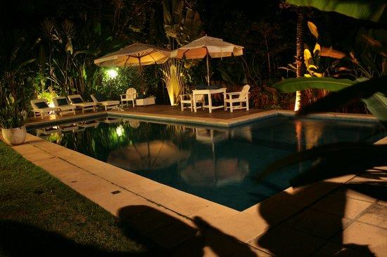 Pousada Jardim das Margaridas : Área da piscina