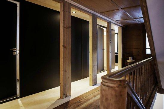 Lenk Lodge: Badekubus auf der Etage