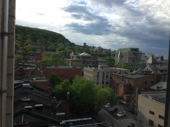BEST WESTERN Ville-Marie Hotel: Mont Royal, view from a back room of the hotel