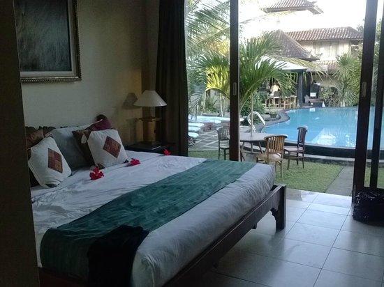 Sugars Villas: Hotel Room Overlooking Pool