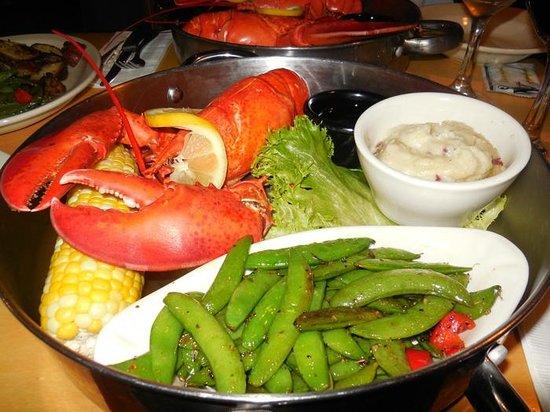 Hampton Inn Portland Downtown - Waterfront: Wonderful lobsters!