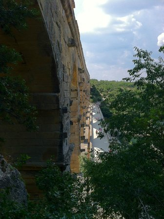 Pont du Gard : A view of the bridge from above