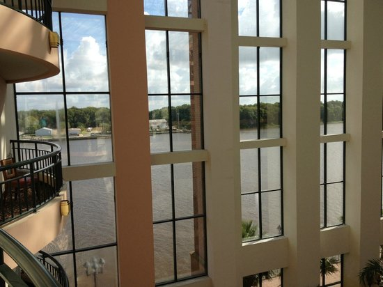 Savannah Marriott Riverfront: Blick vom Balkon auf Fluss (seitlich)