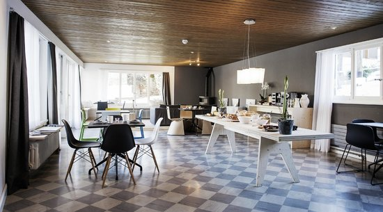 Lenk Lodge: Frühstücksraum mit Lounge