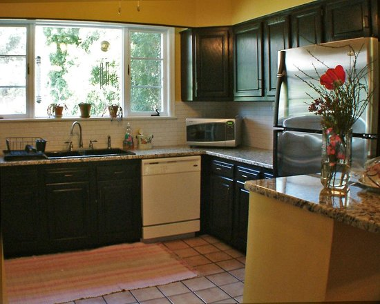 Amethyst Inn & Cottages: Dishwasher, Frig, Stove, Oven, Microwave, Toaster