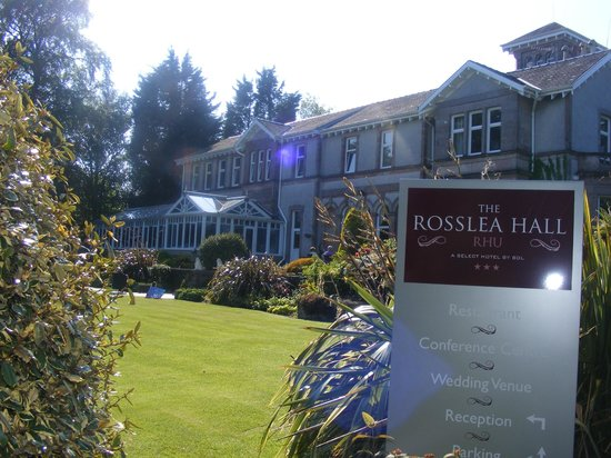 Rosslea Hall Country House Hotel: Entrance from driveway