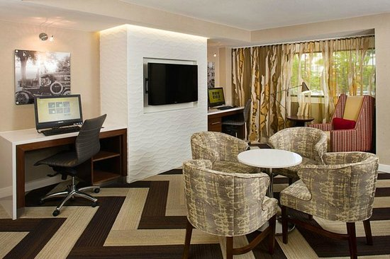 Residence Inn Washington, DC/Foggy Bottom : Lobby Seating Area