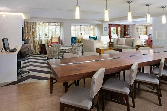 Residence Inn Washington, DC/Foggy Bottom: Relax and socialize at our communal table