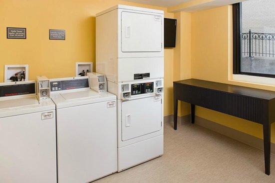 Residence Inn Washington, DC/Foggy Bottom : 24-Hour Coin Operated Laundry Room