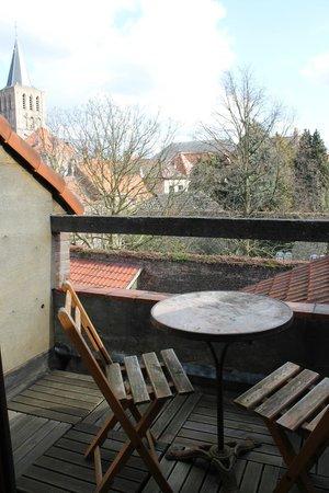 Door and Door Bed & Breakfast : Balcony