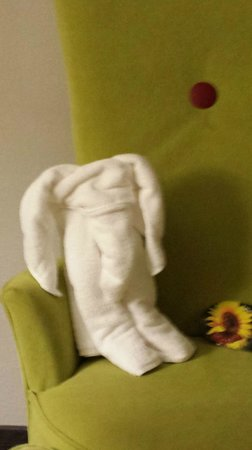 Holiday Inn Aladdin: This was the adorable towel animal awaiting us in our room