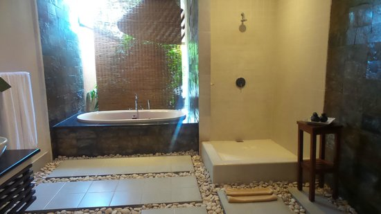 The Kunja Villas & Spa: Bathroom