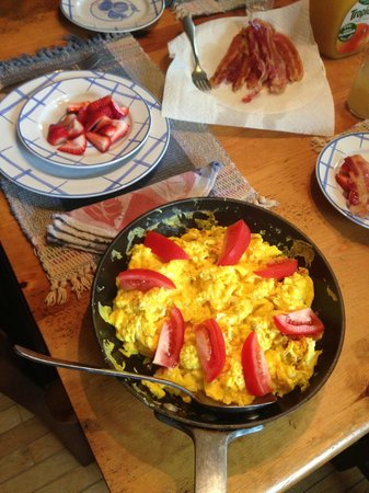 Tierra Linda Bed and Breakfast: delicious breakfast from farm eggs and mushrooms