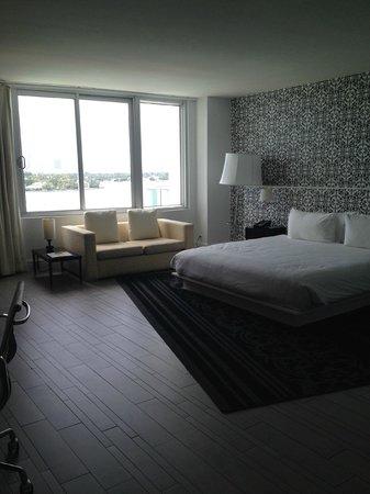 Mondrian South Beach Hotel: My room...wonderful!